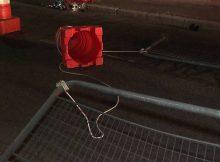 Corda de nylon amarrada a grades e a um cone foi colocada na pista sentido bairro sobre a ponte Jânio Quadros, na Vila Maria, para impedir acesso de veículos durante a obra emergencial no local - Reprodução/TV Globo