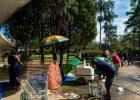 Vendedores ambulantes no entorno do Ibirapuera - Ronny Santos/ Folhapress
