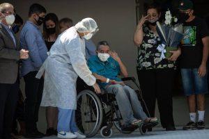 Alta do último paciente do Hospital Estadual de Campanha Covid-19 - IBIRAPUERA: O senhor Iray Fernandes, 70 - Bruno Santos/ Folhapress