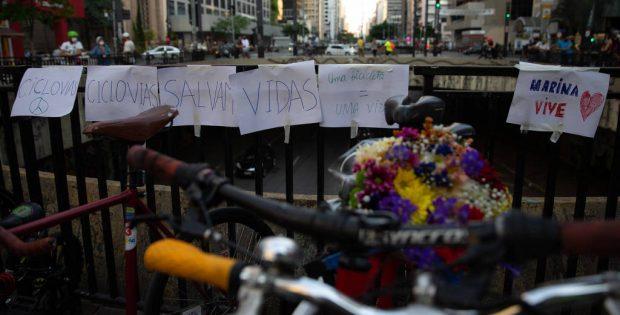 Manifestação de ciclistas prestando homenagem à arquiteta Marina Harkot, atropelada na zona oeste de São Paulo - Mathilde Missioneiro/Folhapress