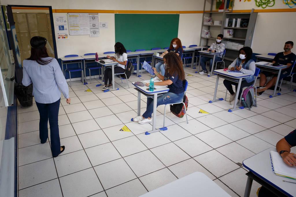 Alunos da Escola Estadual Professor Milton da Silva Rodrigues, na Freguesia do Ó, na zona norte de São Paulo, retomam aulas presenciais - Rubens Cavallari - 03.nov.2020/Folhapress