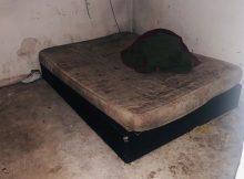 Colchão do quarto onde o rapaz era mantido em cárcere privado na zona leste de SP. Foto: Polícia Militar