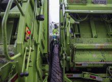 Pátio com caminhões de empresa de coleta de lixo em São Paulo - Danilo Verpa - 5.mar.18/Folhapress